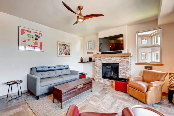 Beautifully furnished Modern Condo.