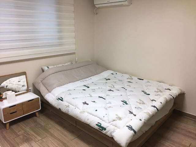 Private Double bed room 10 J house