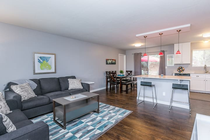 3Bd/2Bth Remodel *Downtown+Views+5-Star Rated*