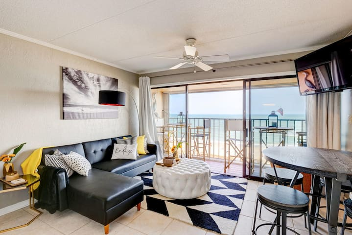 Copacabana Coastal Penthouse!  NEW LISTING