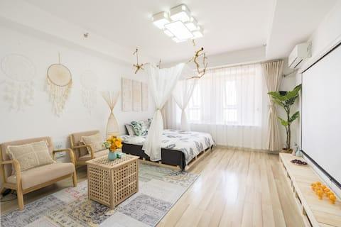 市中心ぁ云龙湖乐园摩洛哥清新投影公寓房