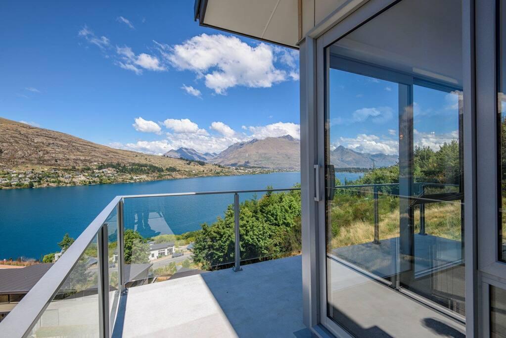 Balcony overlooking Lake Whakatipu