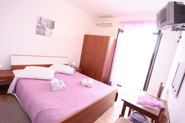 Bijeli Galeb ROOM 3 - Marina - Bed & Breakfast