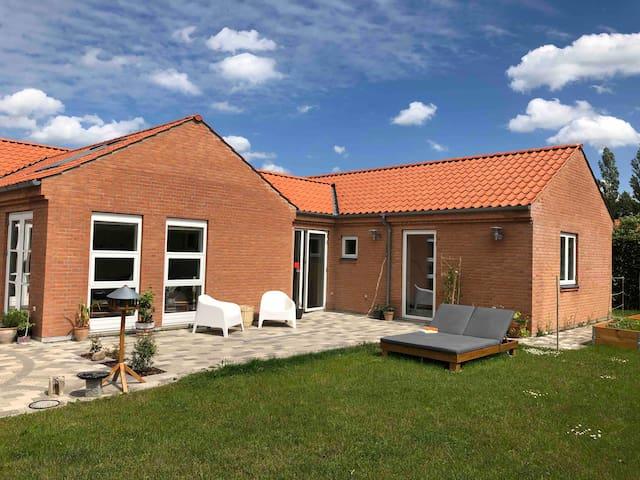 Luxurious, spacious & beautiful villa with garden