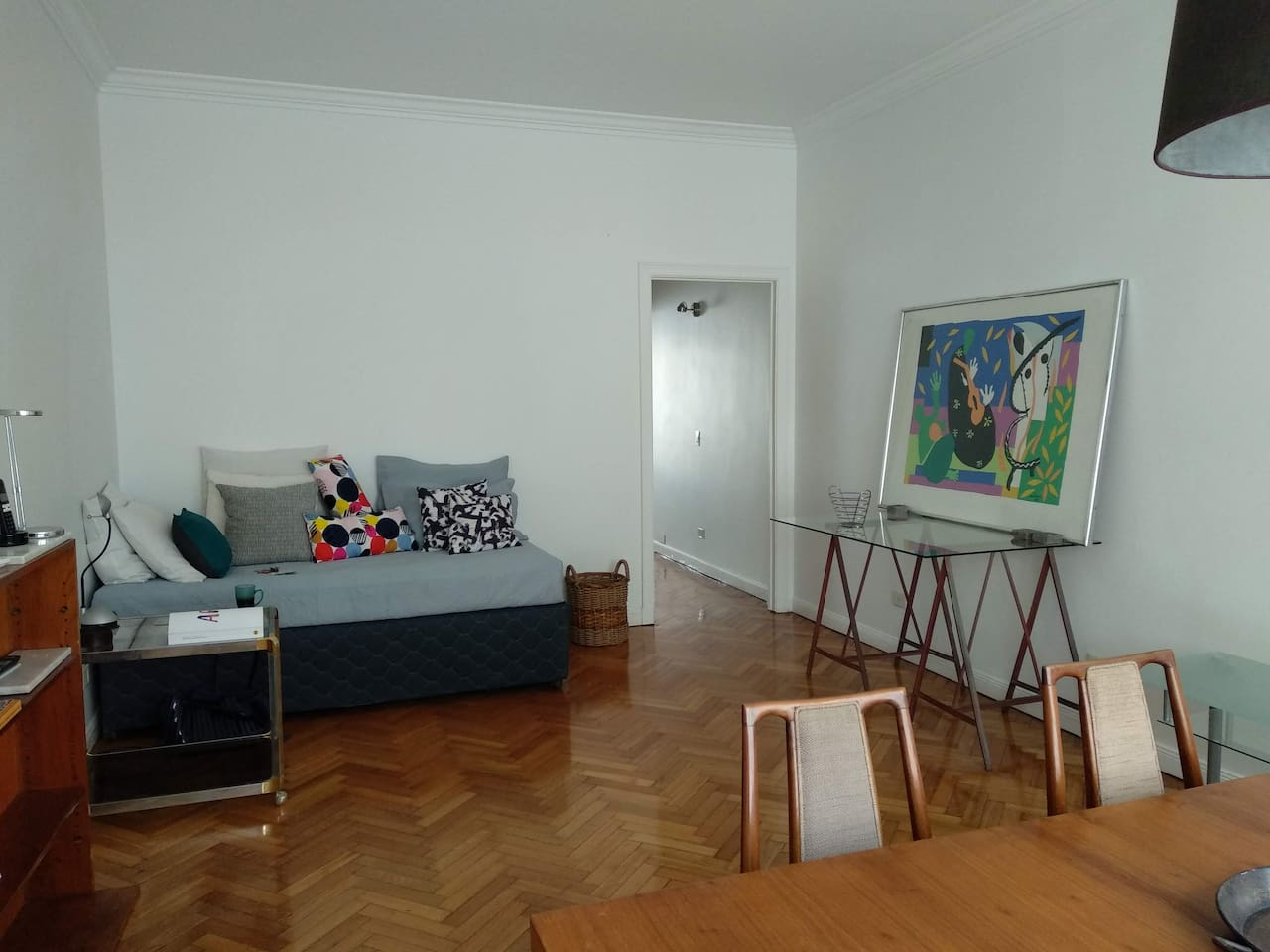 The spacious, luminous and quiet living / dining room is accentuated with modern artwork and details.