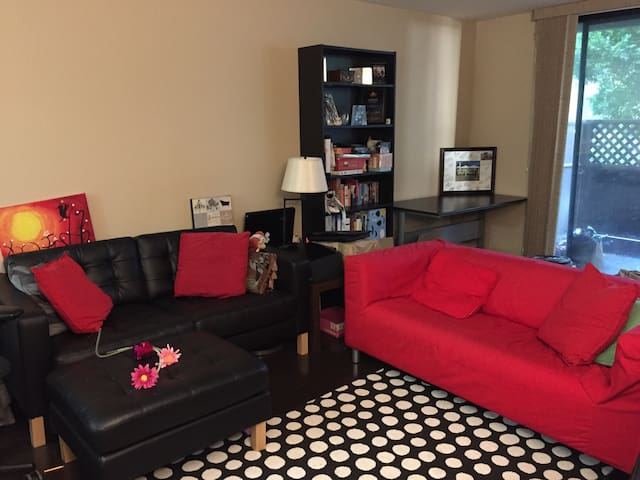 Large condo close to SFO airport with fast wifi