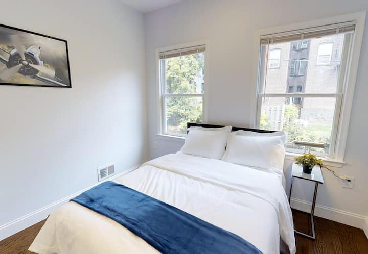 Private room close to Financial District/Fast Wifi