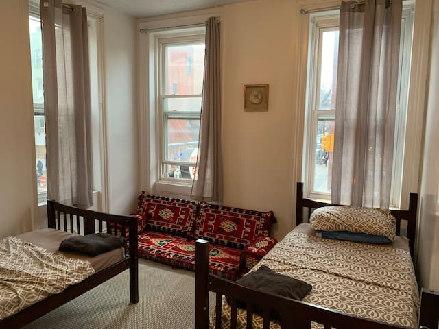 Sunny and Cozy room in Williamsburg