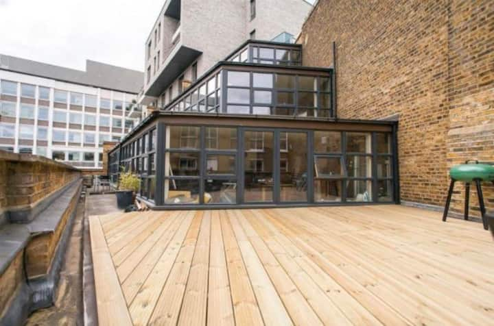 NEW - Private room in the heart of Shoreditch