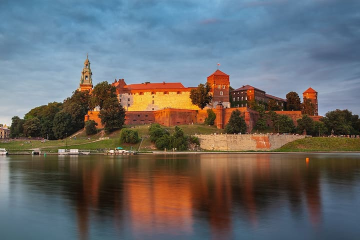 River Wisła and Castle Wawel right at your doorstep.