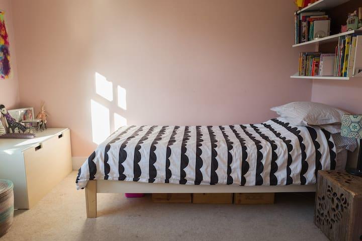 3rd bedroom - single bed
