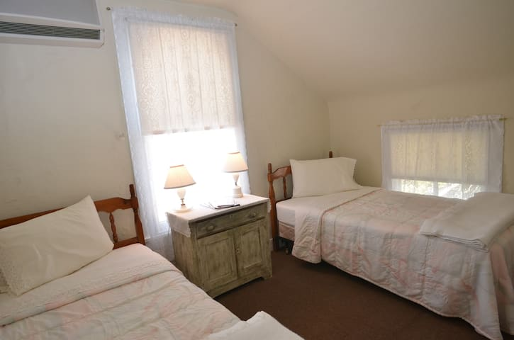 Two Twin Beds in Private Room - #5 - Cape May - House