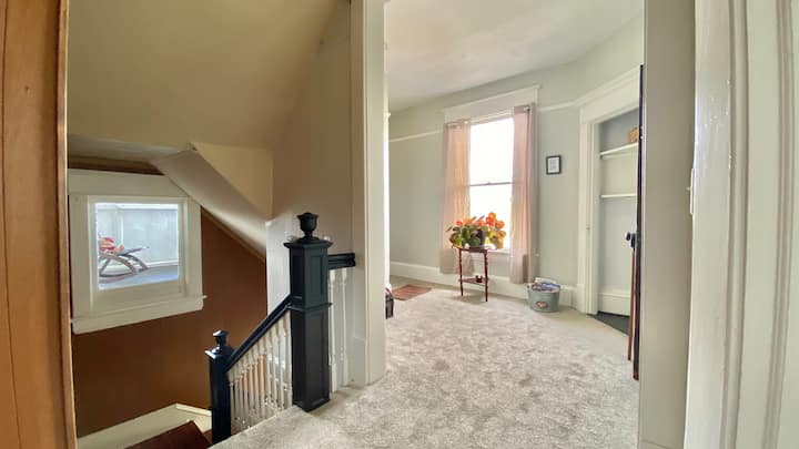 Cozy Apartment by Downtown Roanoke