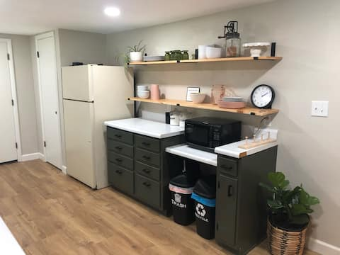 Large Private Guest Apt Close to Campus & Downtown