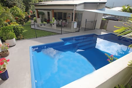Tropical private holiday house with pool - Jubilee Pocket