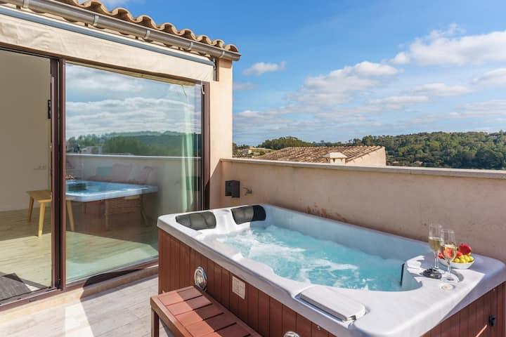 """Maison de vacances """"Es Raco"""" avec vue sur les montagnes, jacuzzi, connexion Wi-Fi, climatisation et terrasses ; parking dans la rue"""