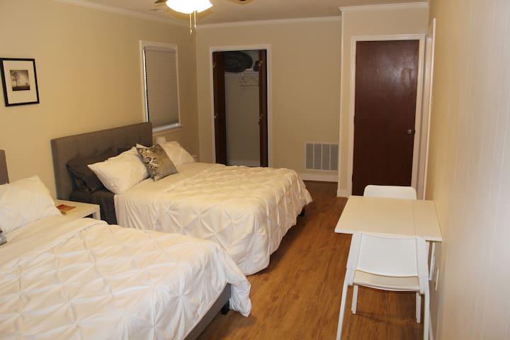 Bon Air Richmond Guest Suite with 2 Queens