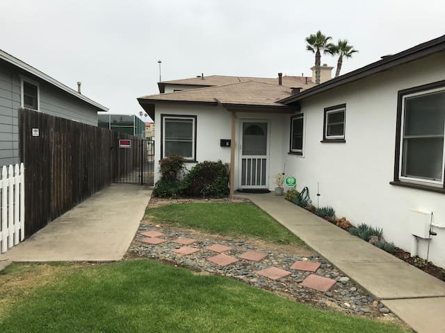 Oceanside Beach Cottage - Extended Stay