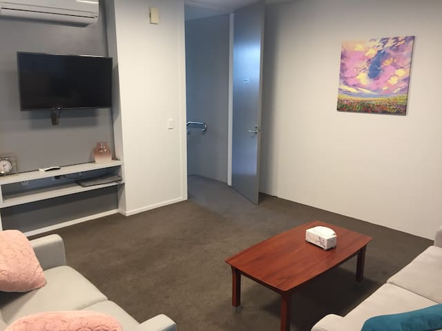 Hamilton Central 2 BDRM Apartment,  New Zealand