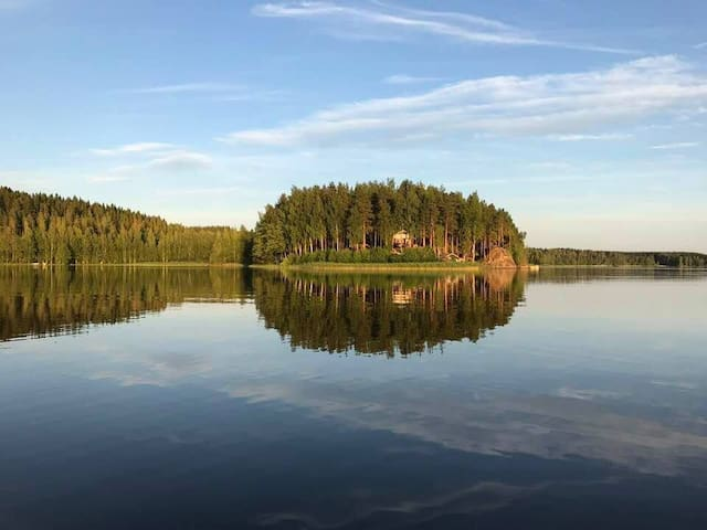 Idyllic lakeside cottage with mod cons