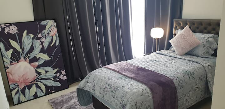Beautiful furnished Bedrooms I Green Diamond