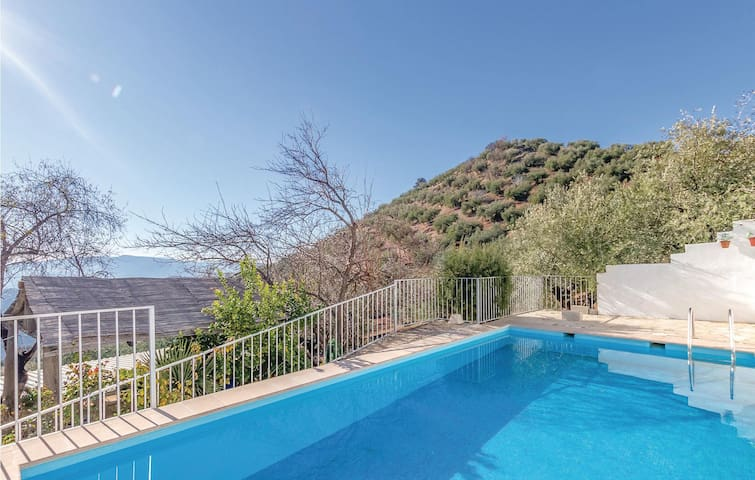 Holiday cottage with 6 bedrooms on 131m² in Iznájar