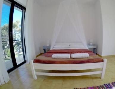 Eco Beach And Magic Garden Hotel - Gennadi - Bed & Breakfast