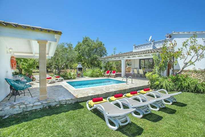 Mediterranean Villa Muntaner with Private Pool and Chill Out Terrace