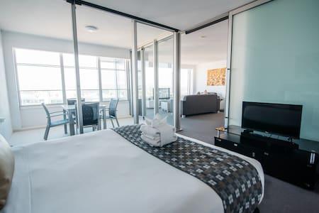 Q1 Resort - One  Bedroom Family Spa Apartment - Master Bedroom
