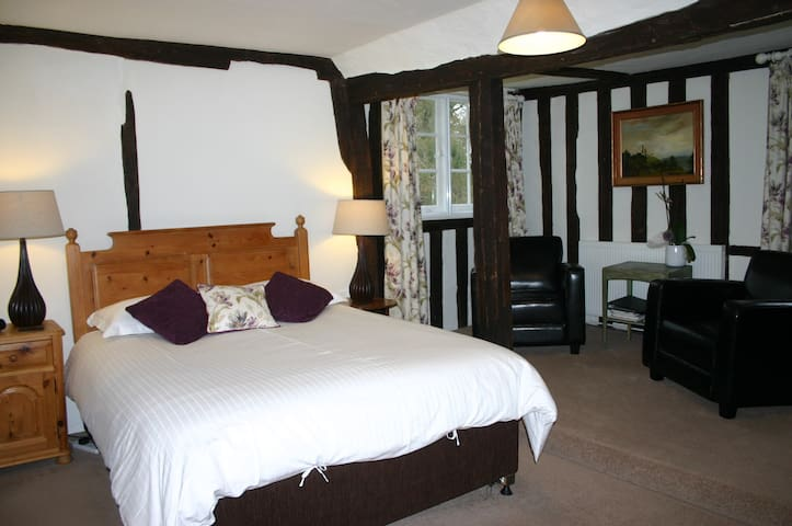 Stoke by Nayland, Poplars Farmhouse, Beamed Room