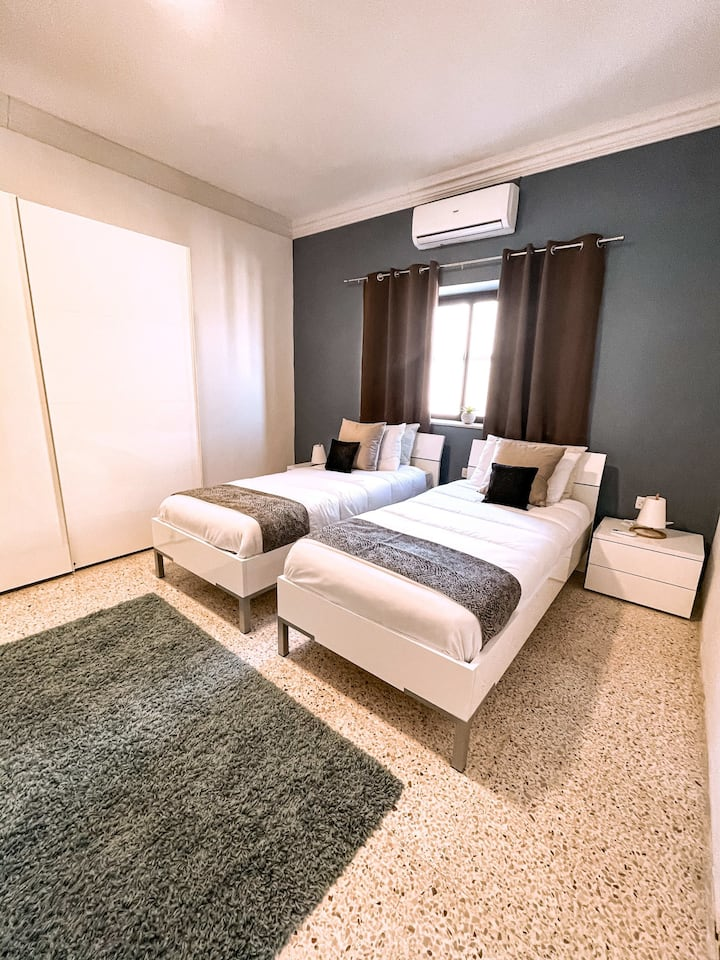 Two single beds - Private room - St.Julians