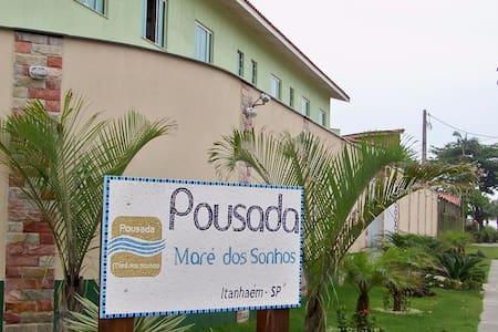 Sua casa, fora de casa, em Itanhaém. (Pousada) - Itanhaém - Bed & Breakfast