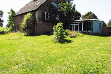 Künstler-Bauernhaus - Löwenberger Land