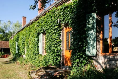 Large house with garden & WiFi - Monétay-sur-Allier - House
