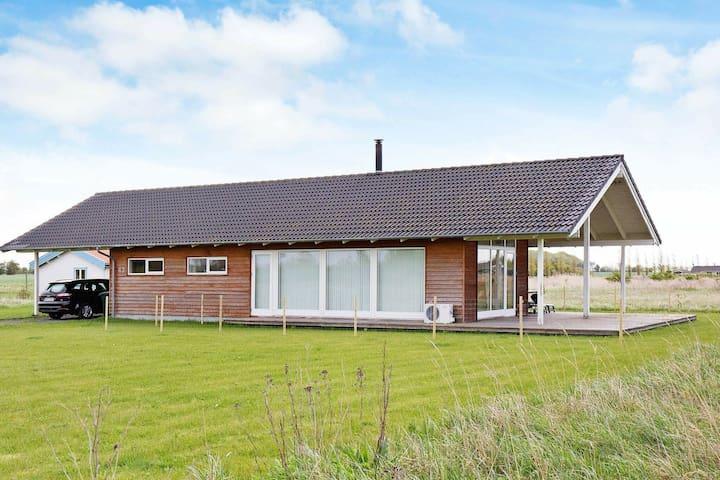 Gemütliches Ferienhaus in Rødby mit Sauna