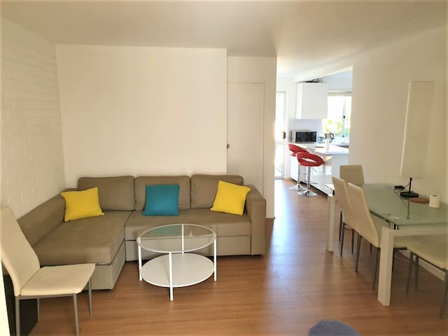 The entire of VERY NICE APARTMENT,GREAT LOCATION!