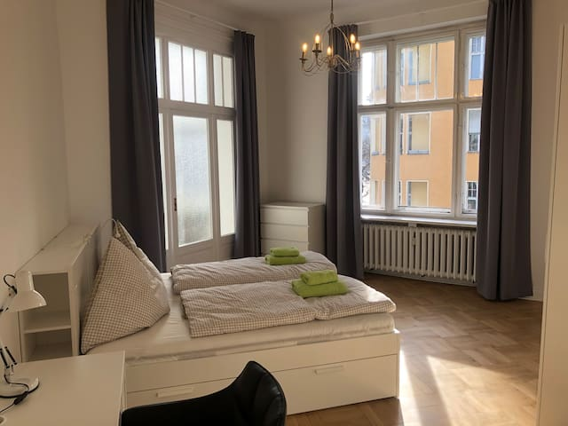 Large classy Berlin-style Room directly at U-Bahn