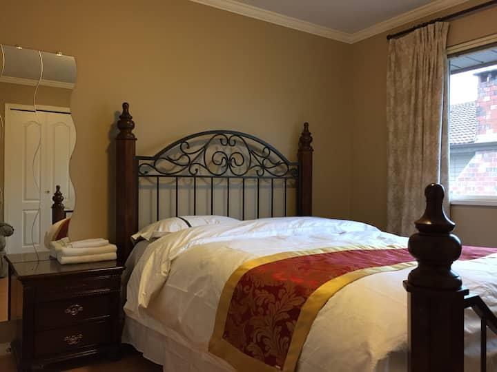 Charming queen room