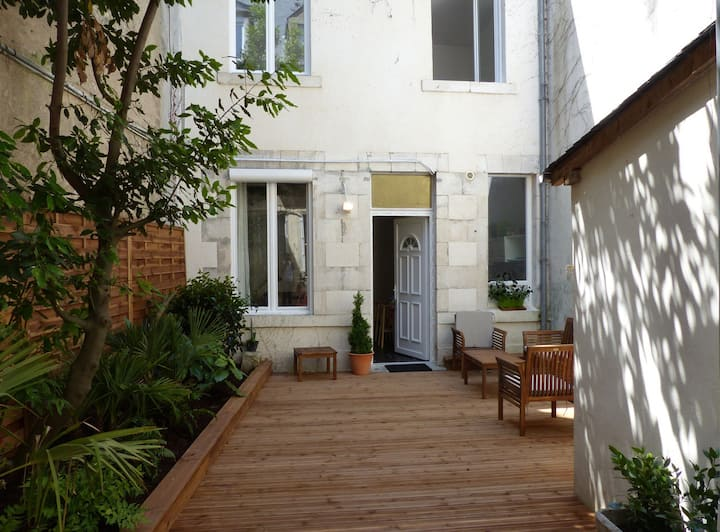 private house with garden in the heart of orleans