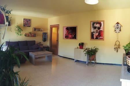 Habitación en piso familiar, naturaleza.