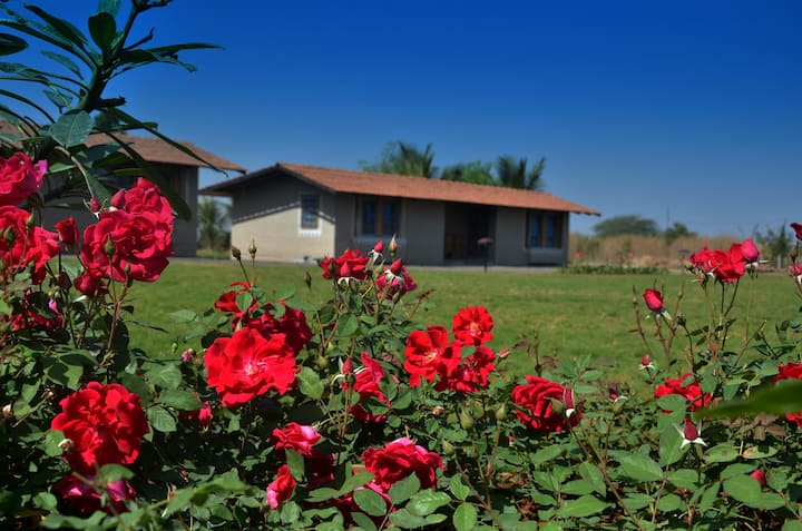 Utopia Farm Stay Room 8 - Close to Sula Vineyards