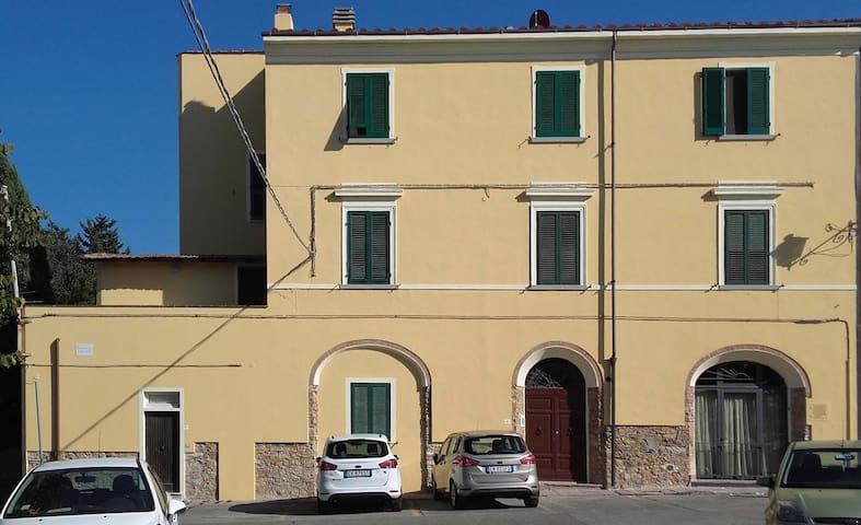 Appartamento in palazzo metà '800 - Castagneto Carducci - Apartamento