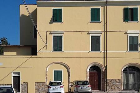 Appartamento in palazzo metà '800 - Castagneto Carducci - Huoneisto
