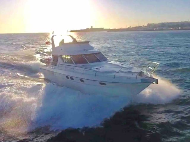 Luxury Yacht Experience in Lisbon/cruise possible