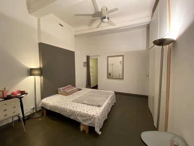 Chambre avec douche privée au panier