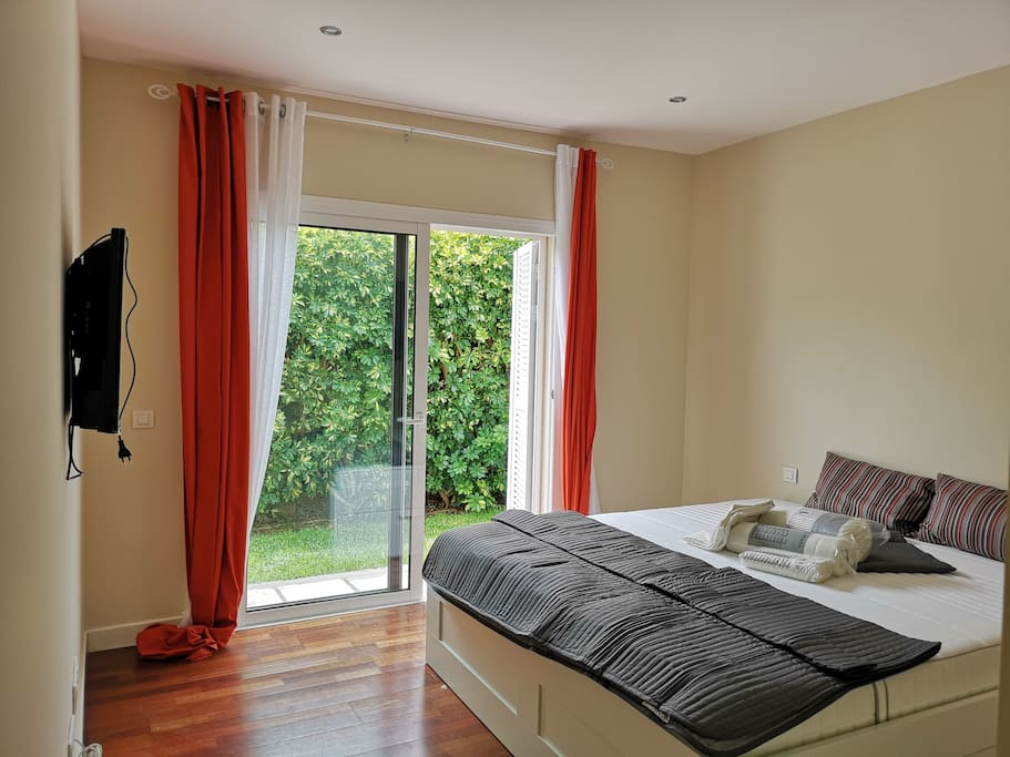 Suite bedroom with 180 confort mattress TV