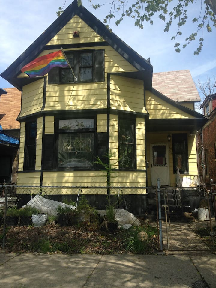 1890's Queen Anne waiting to rediscover its charm