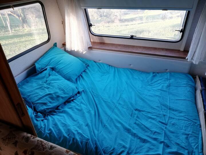 Chambre dans caravane avec vue sur les Pyrénées