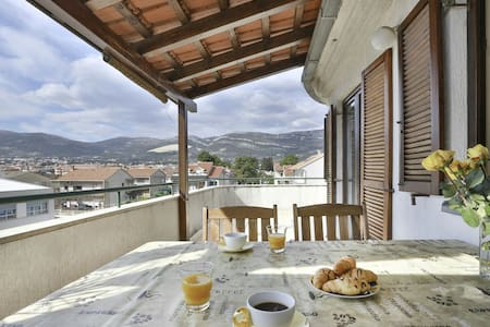 Charming apartment with great views - Kaštel Novi - Lejlighed