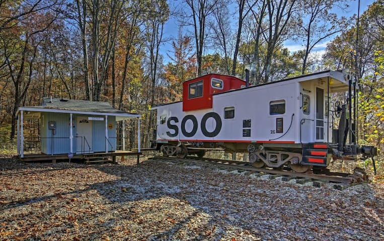 Unique 1BR Springville Railroad Caboose Cabin! - Springville - Srub